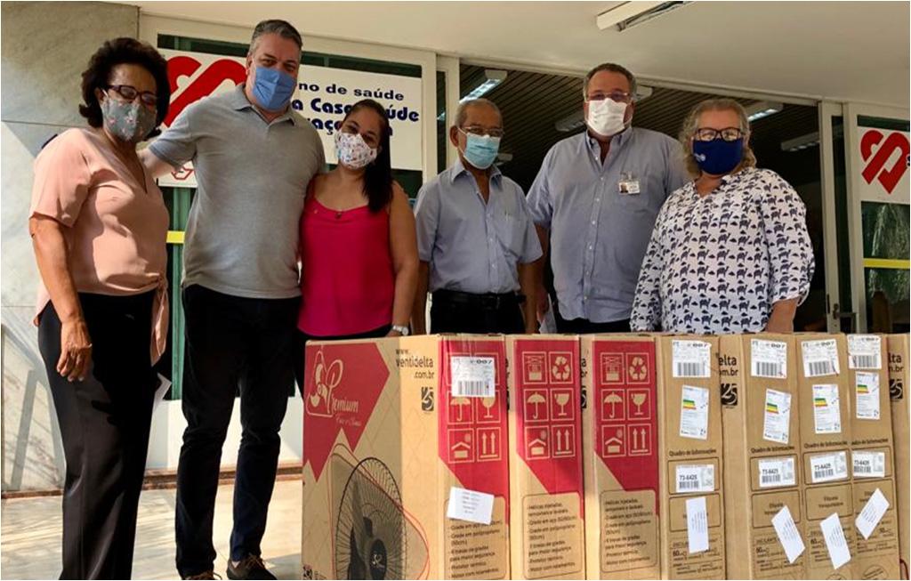 Doação de 8 ventiladores de parede para a Santa Casa de Araçatuba